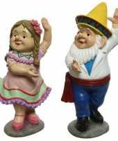 Dansende tuinkabouters man en vrouw tuinbeelden 27 cm van polystone tuinbeeldje